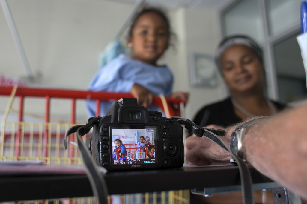 SOUTH AFRICA, Cape Town: A photograph of a patient and her family seen on the screen of retired Royal Air Force pilot Wouter van Warmelo's camera at the Red Cross War Memorial Children's Hospital on 30 November 2015. Wouter van Warmelo has been photographing patients at the hospital since September 2009 and has taken more than 10 400 photographs of children as part of the hospitalÕs family support programme run by Non Profit Organisation: Friends of the Children's Hospital. Orms Pro Photo Warehouse sponsors the photography project and has printed more than 22 000 prints which are given to the children and their families for free. PHOTO: JENNIFER BRUCE/CSR Newsroom